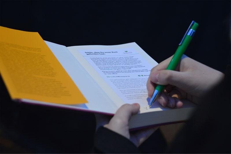 Das Fundbuch »Glücklich sein« wurde ausgesetzt und gehört zu unserer Bücheraktion 15 Jahre phase grün