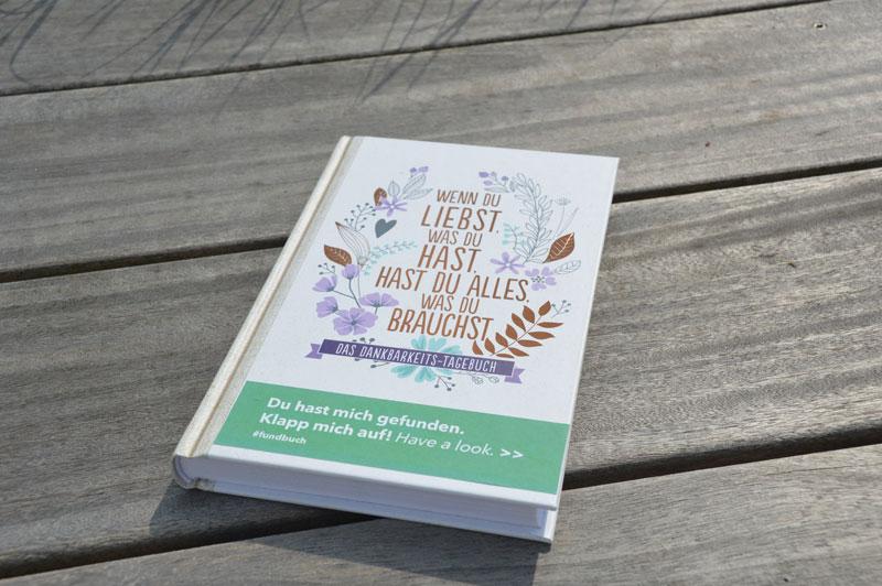 Das Fundbuch »Wenn du liebst, was du hast, hast du alles, was du brauchst« wurde ausgesetzt und gehört zu unserer Bücheraktion 15 Jahre phase grün